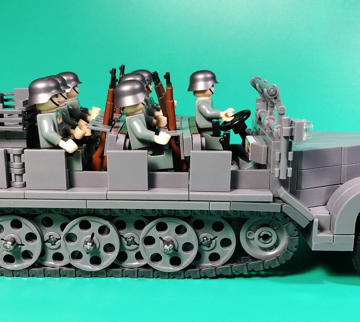 Ww2 German Sd Kfz 7 Half Track With 7 German Soldier